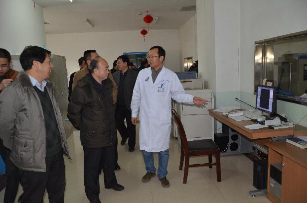 省人大农工委在县人民医院调研