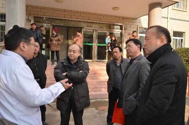 省人大农工委在田湖镇中心卫生院调研