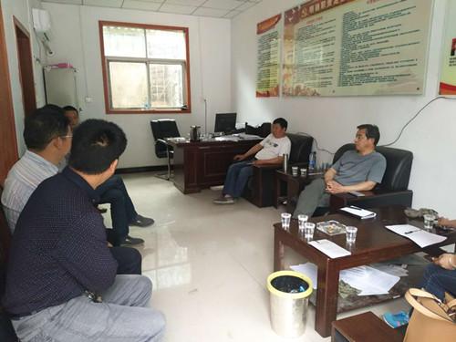 嵩县审计局班子成员与村支部全体成员召开座谈会