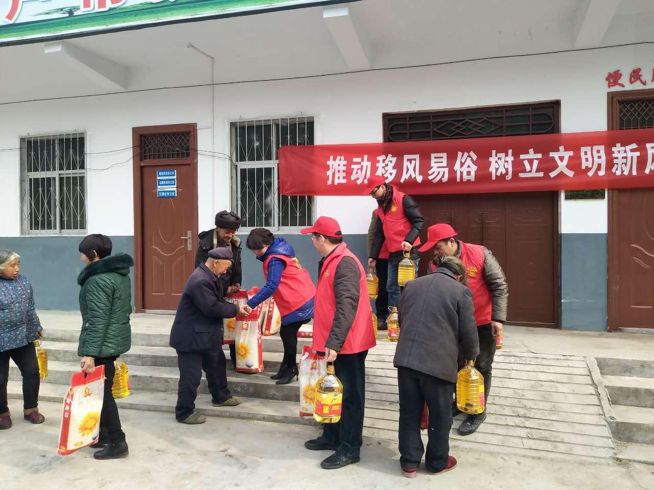 嵩县审计局深入帮扶村开展扶贫慰问送温暖活动
