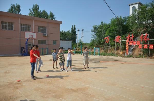 娱乐活动为万安小学生的假期增添更多的欢乐