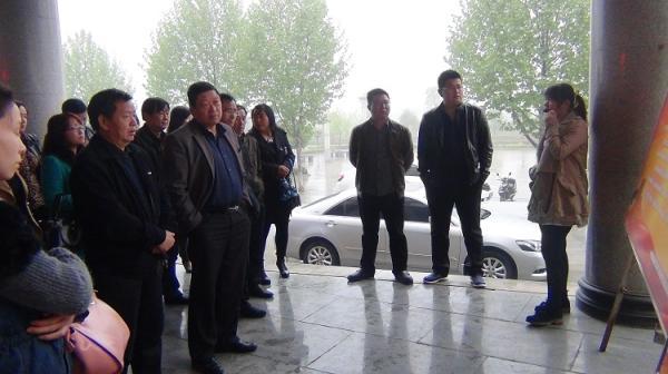 库区乡组织机关党员干部参观焦裕禄精神图片展