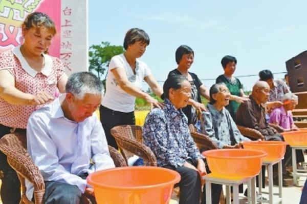 库区乡万安村举办首届孝老节活动