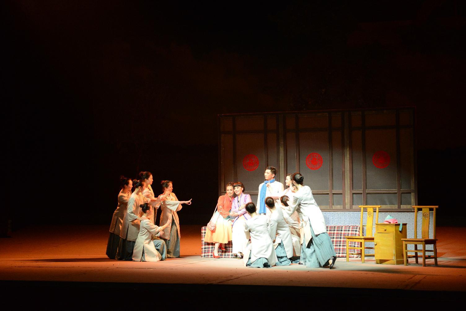2016年1月28日大型现代豫剧《游子吟》在新星剧场演出