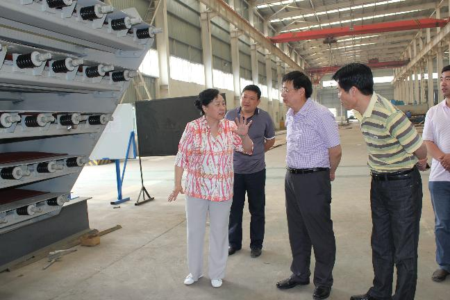 苏锡林局长在少数民族企业调研