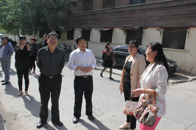 苏锡林局长到卫滨区检查民族宗教宣传月工作