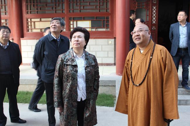 省民委主任贾瑞琴到我市佛教活动场所定国禅寺进行调研