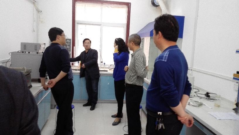 十堰市食药局赵秀丽副局长到中心实验室检查工作
