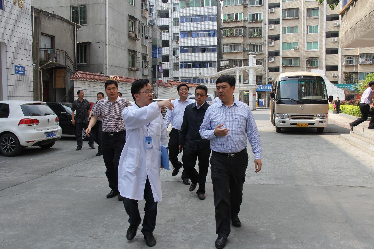 省食药局局长李昌海来检测中心检查指导工作