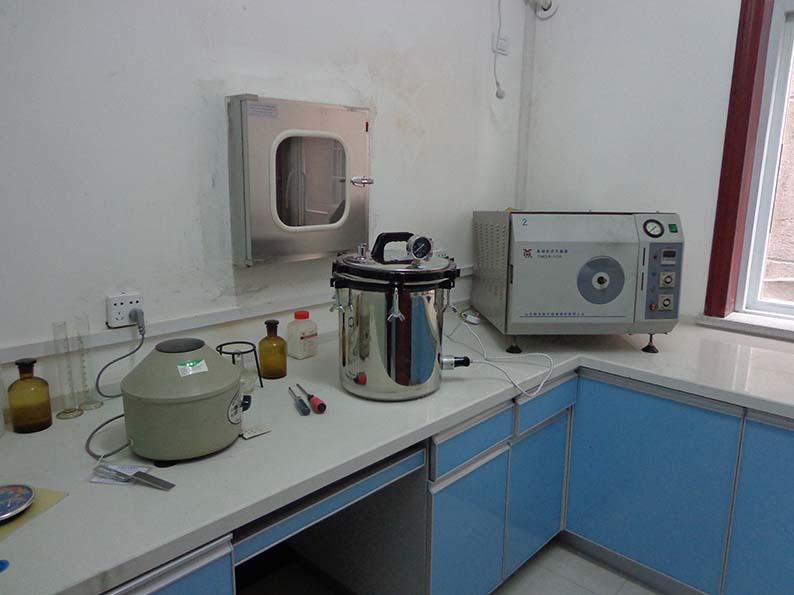 生化分析室一角