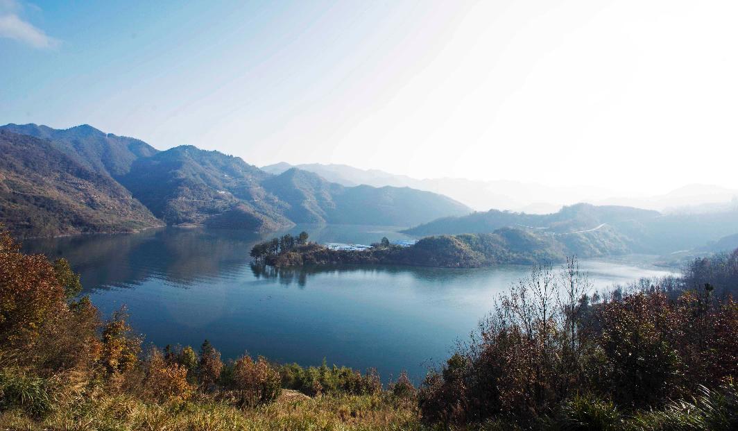 圣水湖里走蛟龙