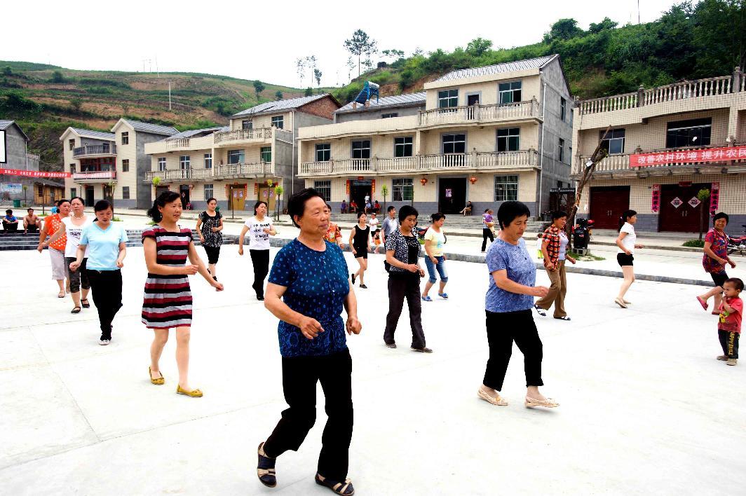 双湾村头广场舞