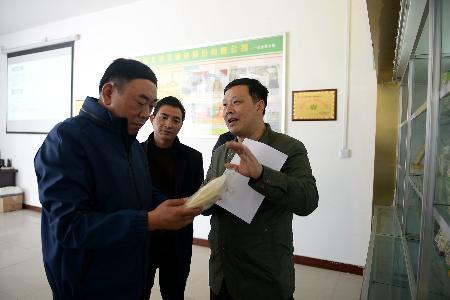 市粮食局局长师利龙指导调研竹山粮食工作