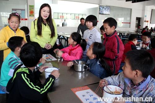 官渡镇中心学校组织启动了世界粮食日暨爱粮节粮宣传周主题活动