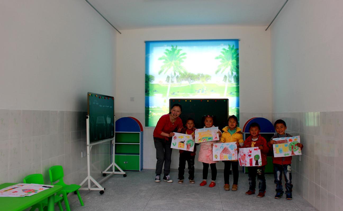 幼儿园绘画室