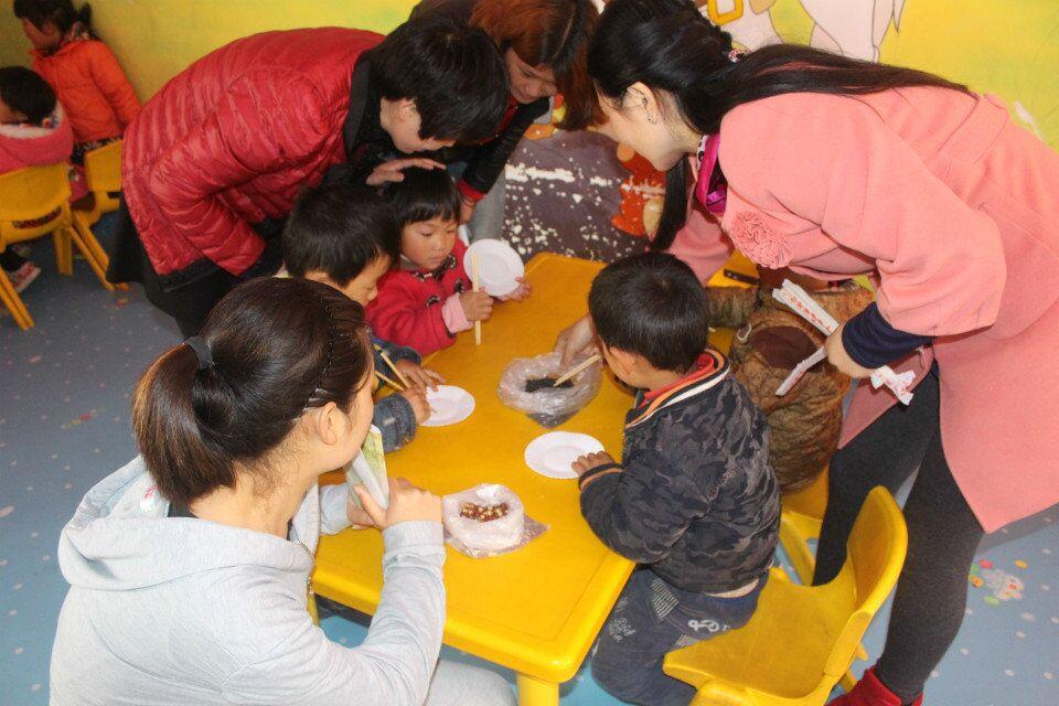 镇中心幼儿园区角活动——生活区