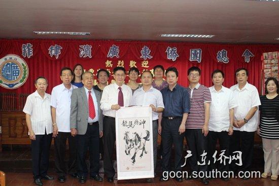 广东省海交会文化教育访问团走访马尼拉华社华校