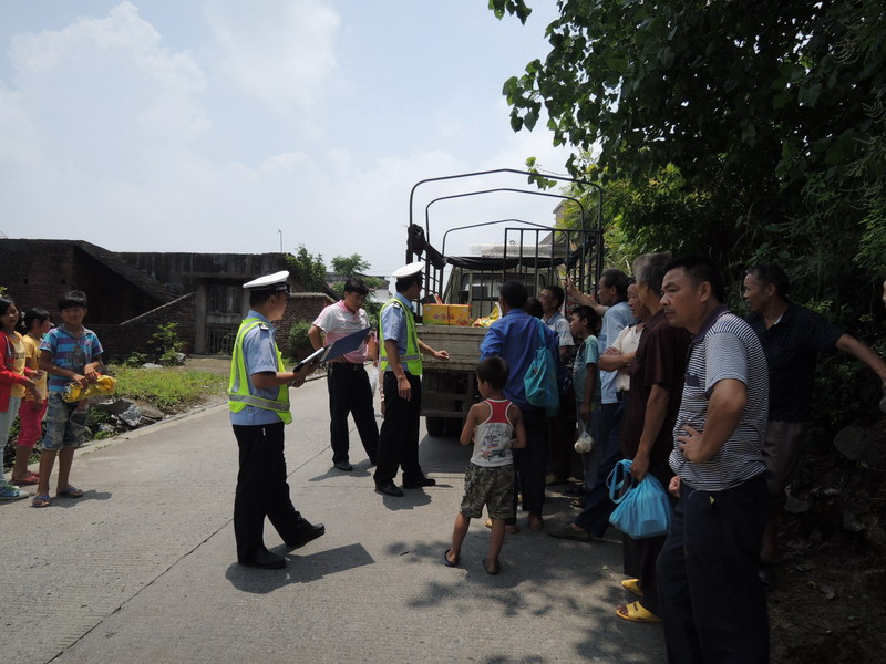 乐昌交警开展夏季交通安全专项整治
