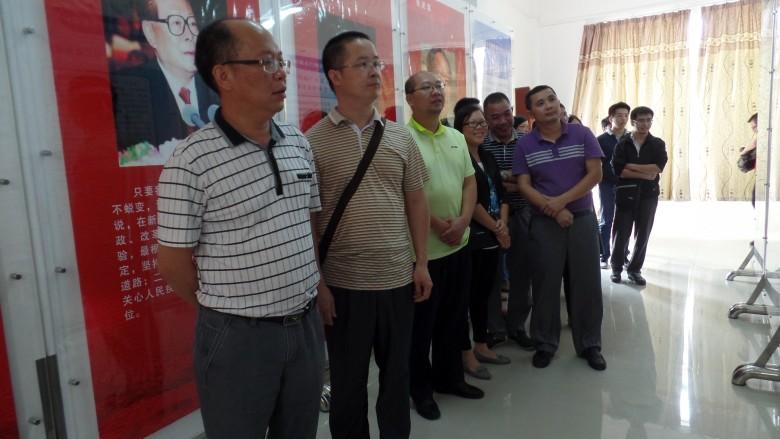 2016年10月13日县食品药品监管局组织党员干部到郁南县反腐倡廉警示教育基地参观学习