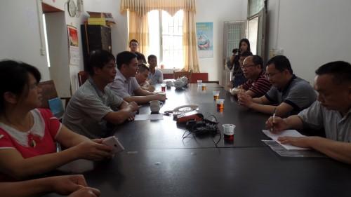2016年4月25日县食品药品监管局联合工作组为千官镇葵旺村软弱涣散党组织把脉