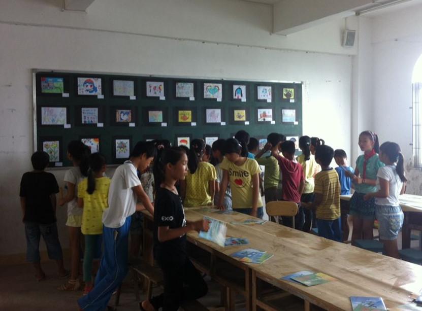 馆四楼阅览室举办南茂中心小学六一儿童节绘画作品展