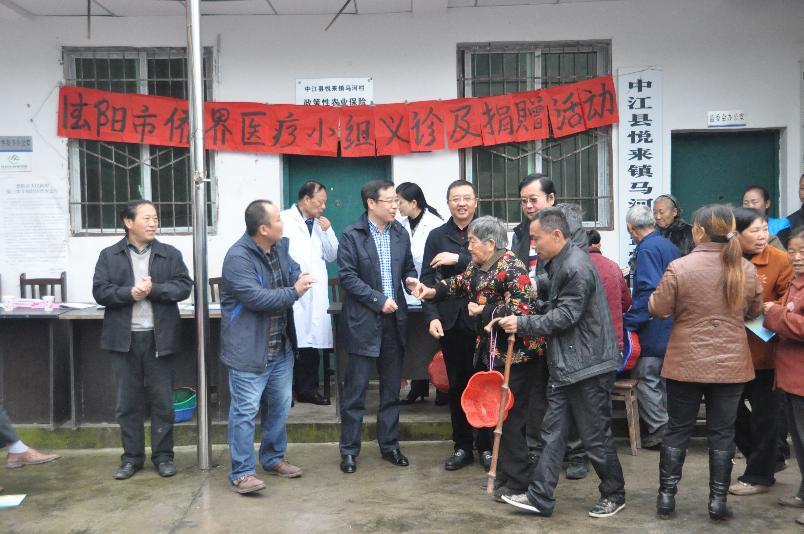 德阳市归国华侨联合会积极推进群团组转型发展赴中江县马和村开展义诊活动