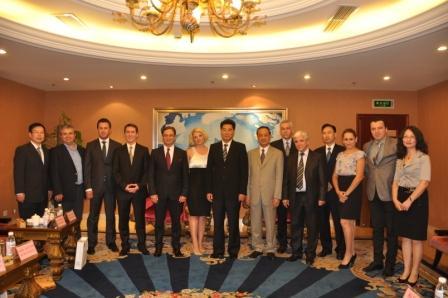 德阳市拟建友城马其顿普利莱普市政府代表团访问德阳