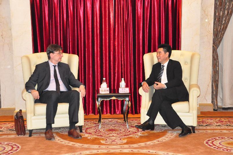 法国驻成都总领事魏雅树先生访问德阳