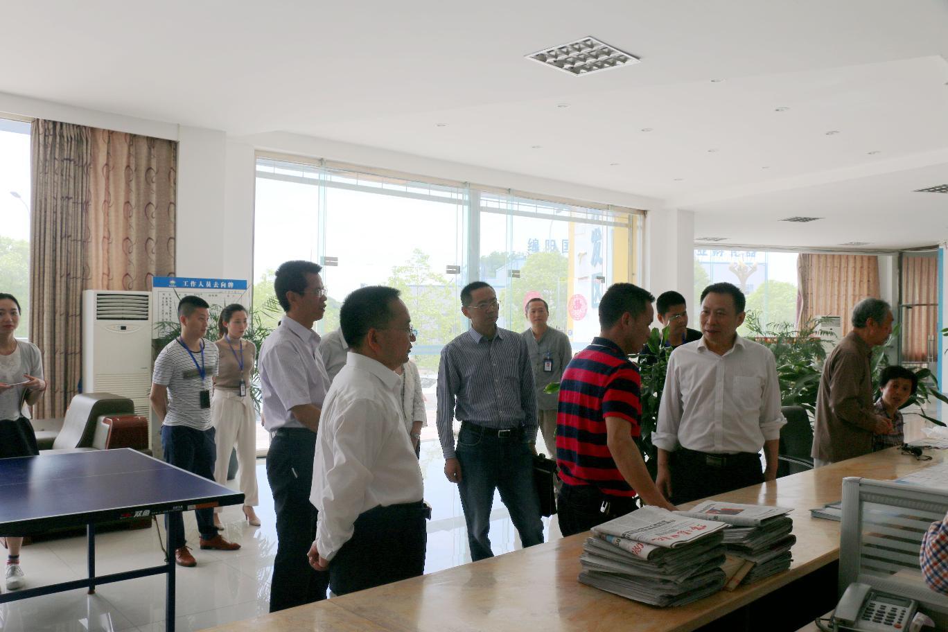 市政务中心对产业化服务中心进行调研