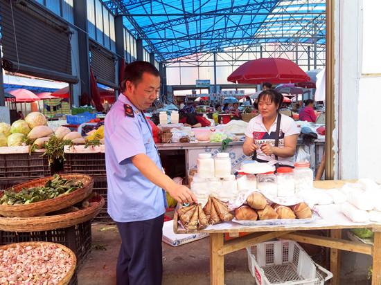 莲城市场监管分局开展端午节食品市场专项检查