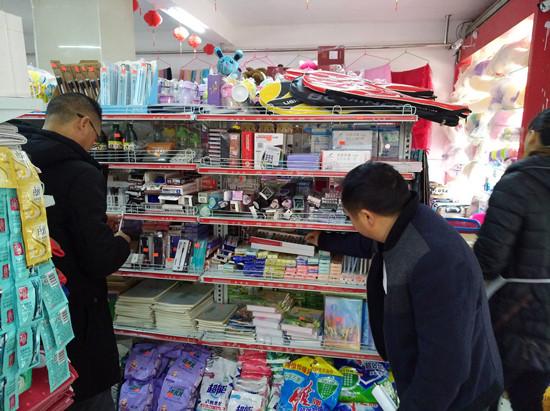 花贡中营市监分局开展网红笔市场清查行动