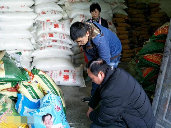 花贡(中营)市监分局开展农资市场专项检查