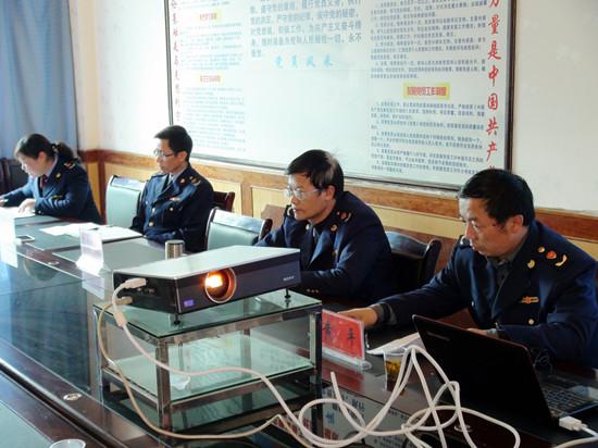 晴隆县市监局召集部分经营者进行行政约谈