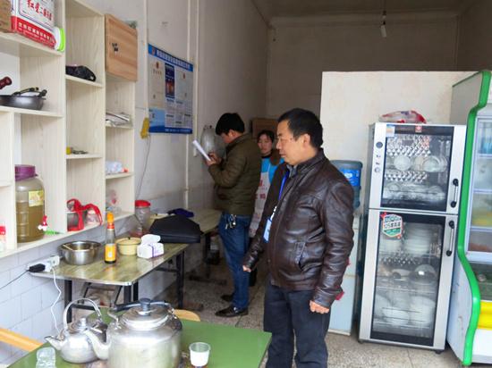 晴隆莲城(沙子)市监分局开展餐饮服务环节违法添加罂粟壳等非食用物质专项检查