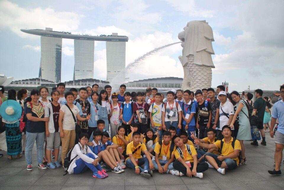 在为期8天的新加坡游学夏令营活动中