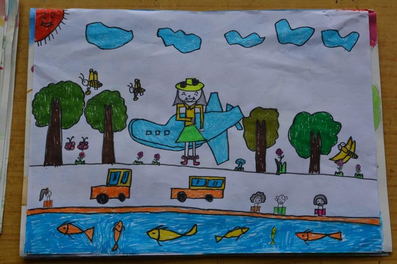 第二名罗顺丽(二年级)-2015年6月幸福小学绘画比赛参赛作品展览