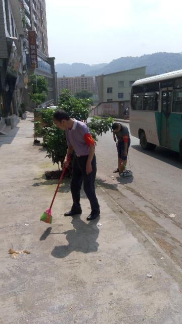 交通局干部职工开展创卫工作