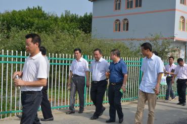 江旭东局长陪同市农委领导视察官仓农业园区建设