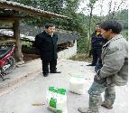 农牧局班子深入挂包村开展精准扶贫工作