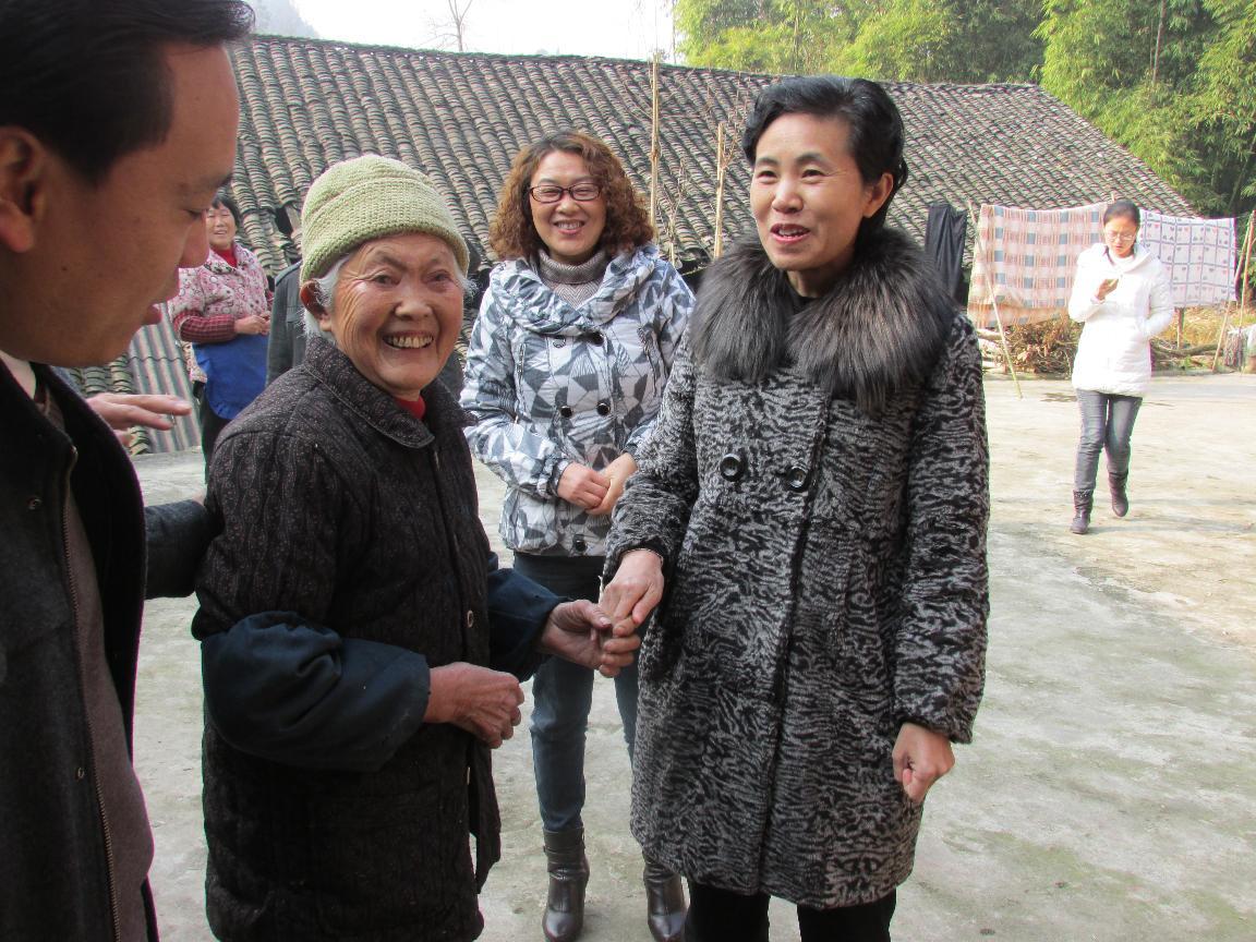 原县委贺玲副书记慰问贫困残疾人