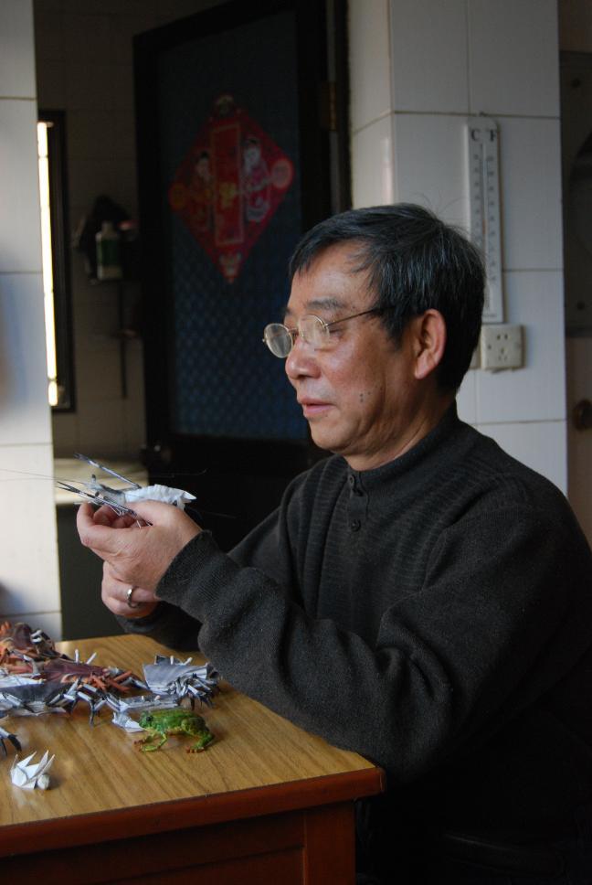 残疾人李如敏的折纸艺术