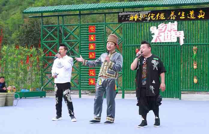 图为 《乡村大世界》三位当家主持人(摄影:赵静)-CCTV 7 乡村大