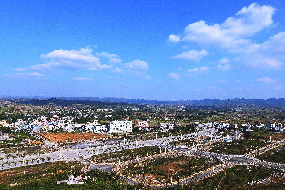 青山省级示范小城镇新区路网建设