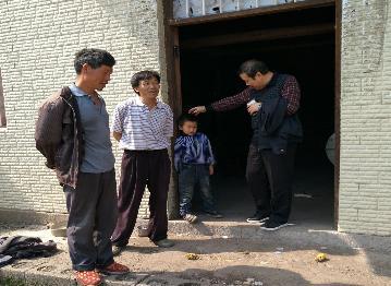 青祖辉到上虎村走访贫困户