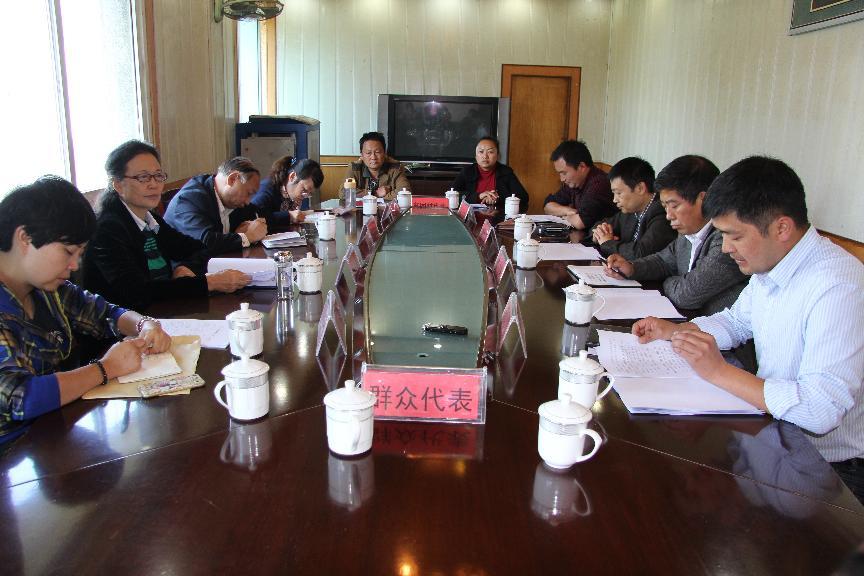省政协副主席蔡志君在理化乡召开扶贫工作座谈会