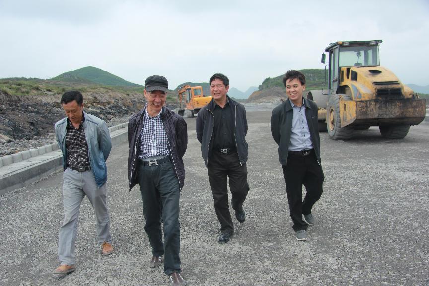 政协主席葛传彦到金门陶瓷园区八号路视察工程进度