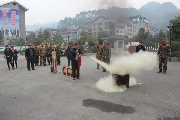 剑河大队组织全县重点单位法定代表人参加消防安全培训及观摩体验消防安全逃生演练