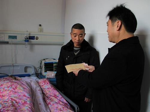 机关工委书记龙胜权春节走访慰问