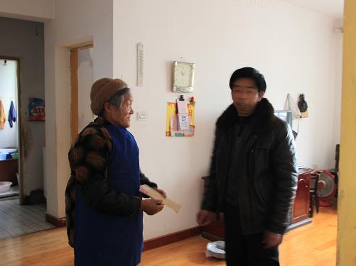 机关工委副书记陆显义春节走访慰问