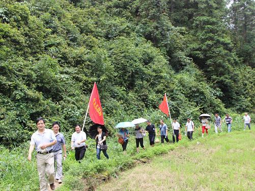 机关工委组织开展七一重走长征路活动